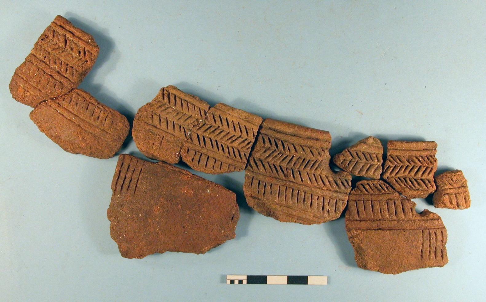CAREG/01: Neolítico Inicial. Cuenco con decoración boquique. Asentamiento en abrigo de O Regueirño (Moaña, Pontevedra)