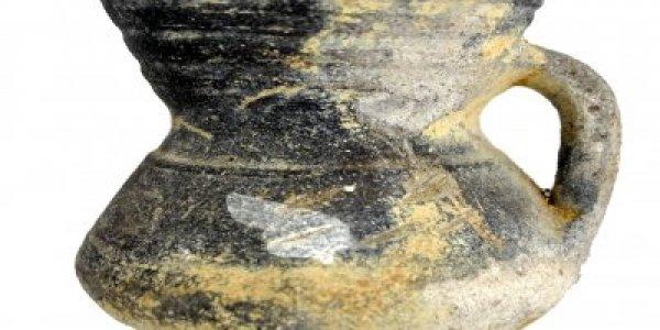 CAFS095: Plena Edad Media. Jarra de cuello troncocónico. Basílica de Augas Santas (Allariz, Ourense)