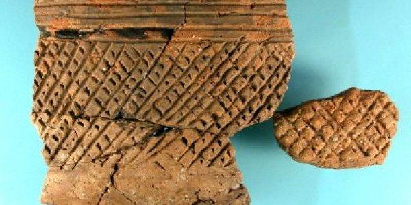 CAMTN/02: Neolítico Final. Cerámica tipo Penha: Cuenco inciso-metopado. Poblado de Montenegro (Moaña, Pontevedra)